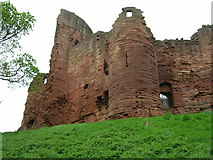 NS6859 : Bothwell Castle by JThomas
