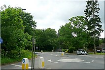 SU6466 : Junction south of Burghfield Common by Graham Horn