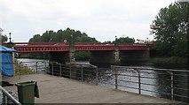 NS6162 : Dalmarnock Bridge by Richard Webb