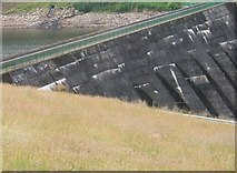 SJ9775 : Patterns of the Dam Wall by Peter Barr