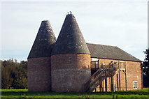 TQ9534 : Oast House at Yonsea Farm, Rare Breeds Centre, Woodchurch, Kent by Oast House Archive