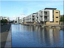 NT2472 : Union Canal housing development, Viewforth by kim traynor