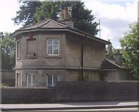 SU0061 : Old Toll House by the canal bridge in Devizes by Sarah Charlesworth
