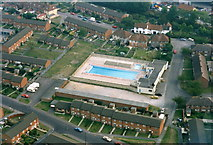 SU0061 : Devizes open-air swimming pool by Chris Henley