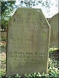 ST8992 : Vizer family gravestone St Mary's Tetbury. by Paul Best