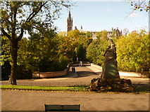 NS5766 : Glasgow: war memorial and footbridge, Kelvingrove Park by Chris Downer