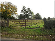 SP2504 : Field gate in Kencot by andrew auger