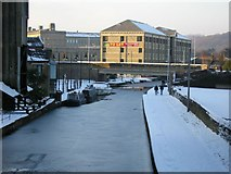 SE1437 : Christmas Day on the Leeds & Liverpool Canal, Shipley by Stephen Armstrong