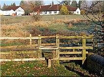 SO8690 : Stile on public footpath by Hinksford Lock by P L Chadwick