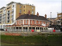 TQ3680 : The Narrow Pub, Limehouse by canalandriversidepubs co uk