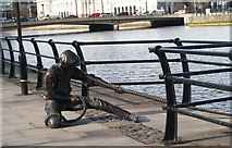 O1634 : Taking the strain - The Linesman sculpture on City Quay by Eric Jones