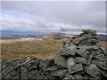 SH6321 : Stone pillar on the Diffwys ridge by Rudi Winter