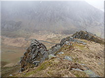 SH6360 : Rocky crags and outcrops on Y Llymllwyd by Jeremy Bolwell