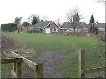 SJ9283 : Footpath to Oakfield Road by Alan Murray-Rust