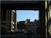 NT2473 : Edinburgh Castle, framed by M J Richardson