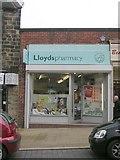 SE2041 : Lloyds pharmacy - High Street by Betty Longbottom