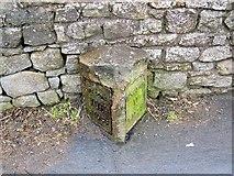 SD4764 : Milestone near Slyne by Maigheach-gheal