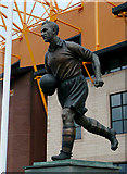 SO9199 : Statue of Billy Wright, Molineux Stadium, Wolverhampton by Roger  Kidd