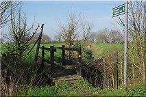 TQ5784 : Footbridge on Footpath 249 by Glyn Baker