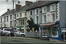 SJ0743 : Statue of Owain Glyndwr, Corwen by Mike Pennington
