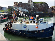 NT6779 : Getting Under Way : The Arcturus Leaving Victoria Harbour, Dunbar by Richard West