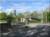 O1662 : Gate Lodge at Whitestown, Co. Dublin by Kieran Campbell