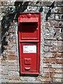 SU3543 : Postbox, Upper Clatford by Maigheach-gheal
