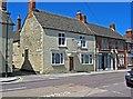 SU1093 : The former Kings Head pub, 28 High Street by P L Chadwick