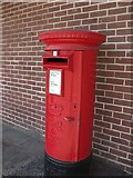 SP2871 : Postbox outside former Budgens, Station Road, Kenilworth by John Brightley
