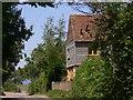 SU8418 : House on Bugshill Lane by Shazz