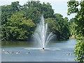 TQ5189 : Fountain in the lake in Raphael Park, taken from Main Road bridge #2 by Robert Lamb