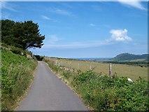 SH3033 : Country road north of Tyddyn-yr-haint by Eric Jones