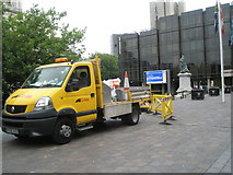 SU6400 : Yellow truck in Guildhall Square by Basher Eyre