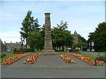 NO2501 : Leslie War Memorial by Dave Fergusson