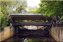 ST7564 : Weir sluice on the River Avon by Steve Daniels