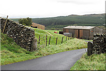 SD7459 : Farm road at Halsteads by Tom Richardson