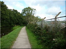 SE1839 : Walking along the Leeds to Liverpool Canal #117 by Ian S