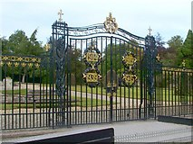 NS2982 : Gate of a walled garden by Lairich Rig