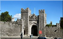 TQ0107 : Arundel Castle gatehouse by Paul Gillett