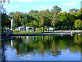 NS5467 : Victoria Park lake by Thomas Nugent