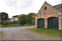 NH6750 : Farm buildings at Kilmuir by Steven Brown