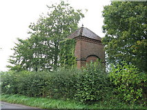 SU8518 : Unknown building next to Linch Farm by Dave Spicer