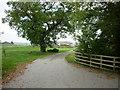 SE7430 : The way to Wynn Cottage Farm by Ian S