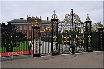 TQ2579 : London : Kensington - Kensington Palace by Lewis Clarke