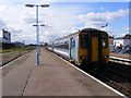 TM5492 : Train leaving Lowestoft station by Glen Denny