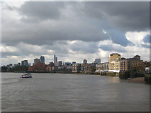 TQ3680 : Looking up the Thames at Limehouse Reach by Rod Allday