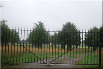 TQ1667 : Gates, Hampton Court Grounds by N Chadwick