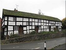 SO3958 : Row of Houses on Bridge street by Bill Nicholls