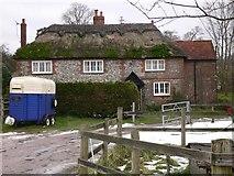 SU8415 : House at Staple Ash Farm by Shazz