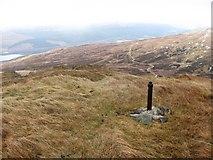 NN6039 : Survey point, Sròn Dha Mhurchaidh by Richard Webb